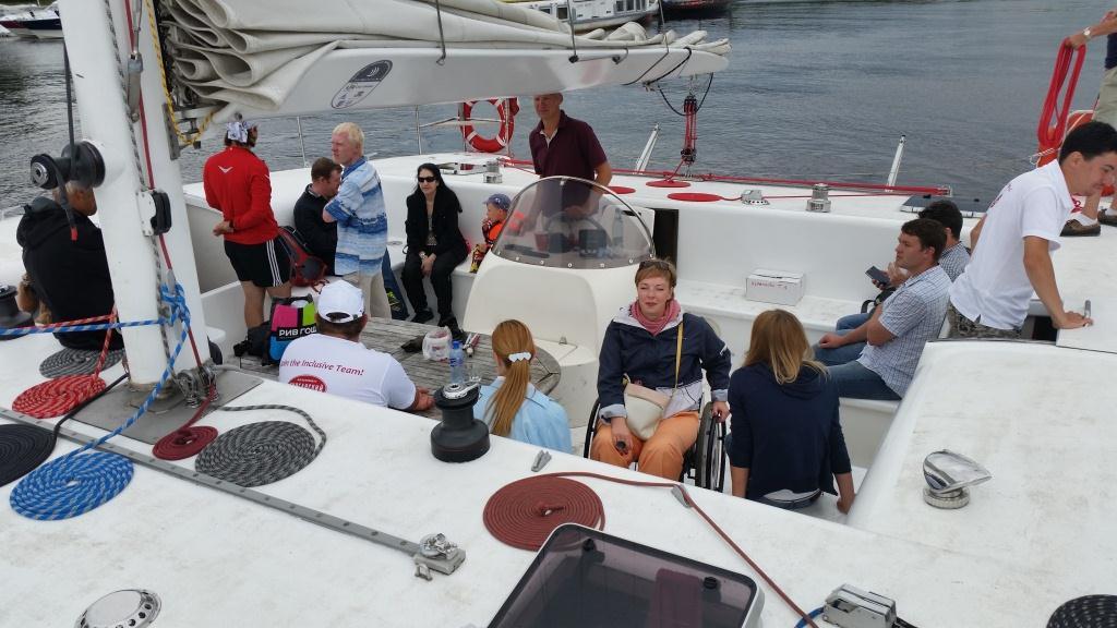 Фото №6. Татьяна Редина и другие гости на катамаране в яхт-клубе Крестовский.