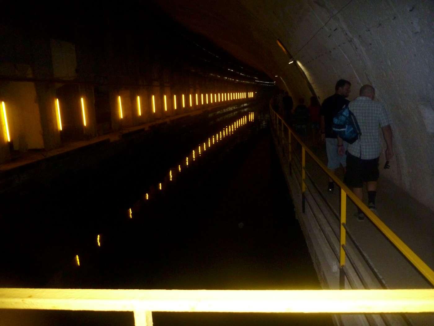 Фото «Балаклава». Канал для прохождения подводных лодок в толще горы.