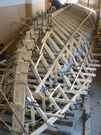 Ламинирование элементов закладки на шпангоутных рамах.