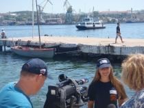 Алёна Бойко даёт интерью на Графской пристани