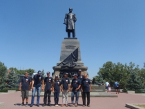 Экипаж у памятника Нахимову