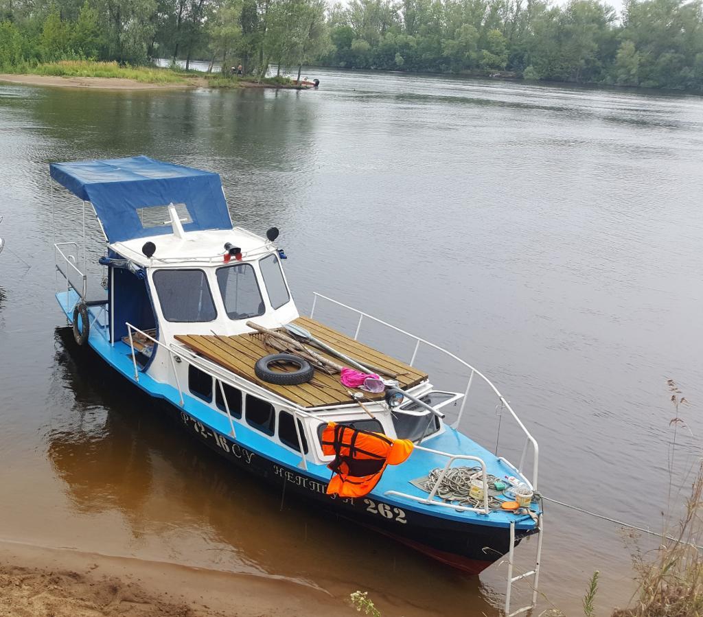 фото гулянок лодок идет компании